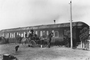 Tonellato family & vagone, Frogmore Road, 1935