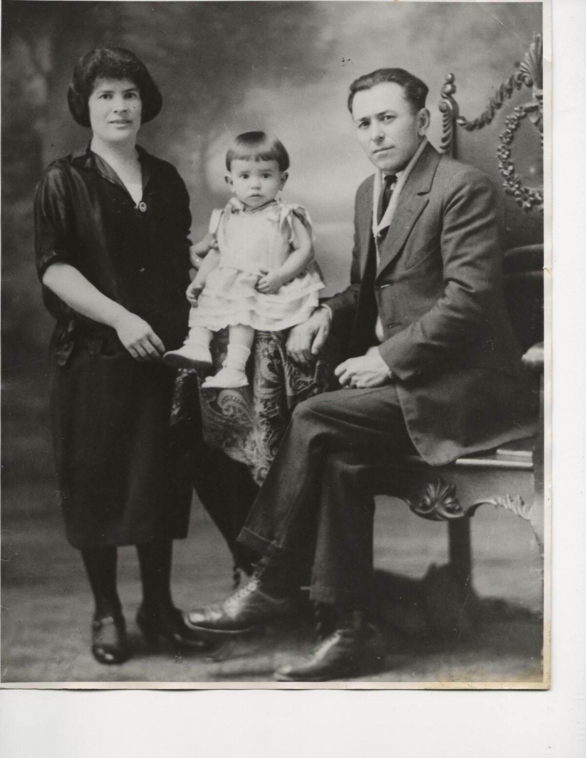 Angelina Botter, Vincenzo Giovanditto & Antoniette Giovanditto, Guelph, Ontario, 1929